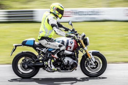 Poukaz na Jízdu na motocyklu po závodní dráze