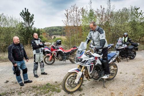 Motoškola pro cestovní endura s Mírou Lisým